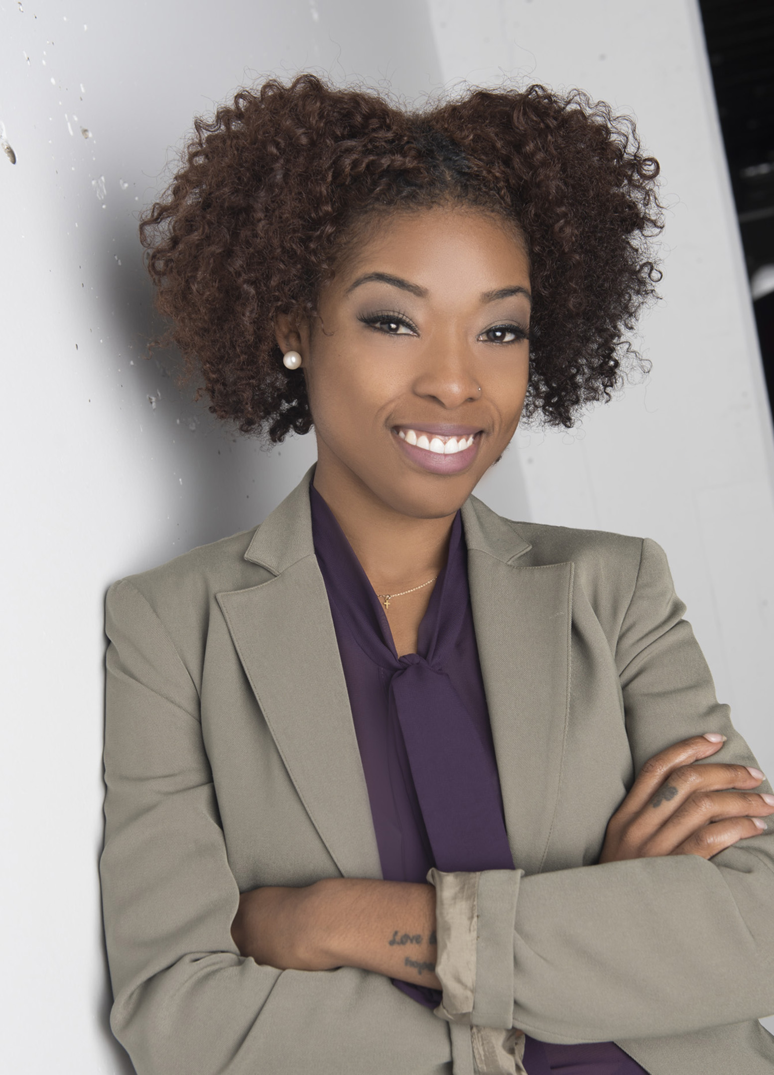 business women takes outdoor headshot in los angeles
